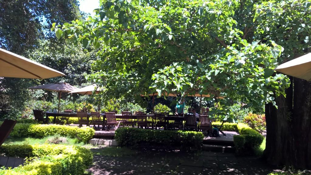 Pause auf einer Kaffeeplantage bei Arusha. (c) Jörg Neidig. All rights reserved.